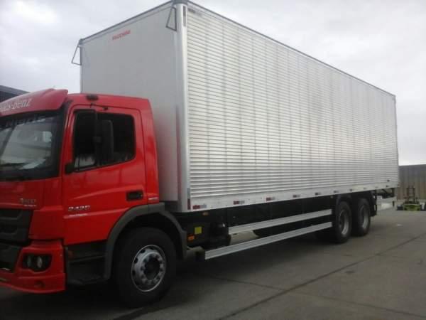Frete e transporte caminhão truck bau 10mts c/ plataforma.