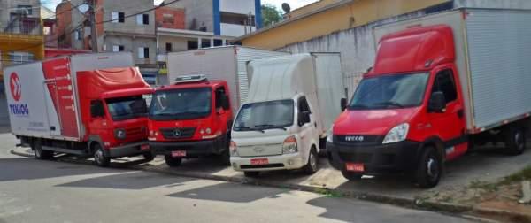 Frete, transporte caminhão 3/4 com plataforma elevatória